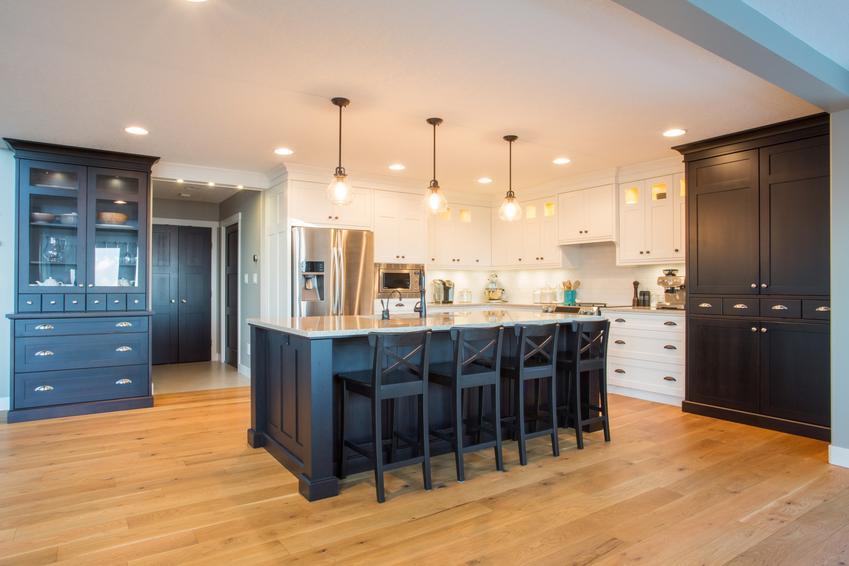 Panele podłogowe drewniane na podłodze w kuchni, a także ich rodzaje i cena