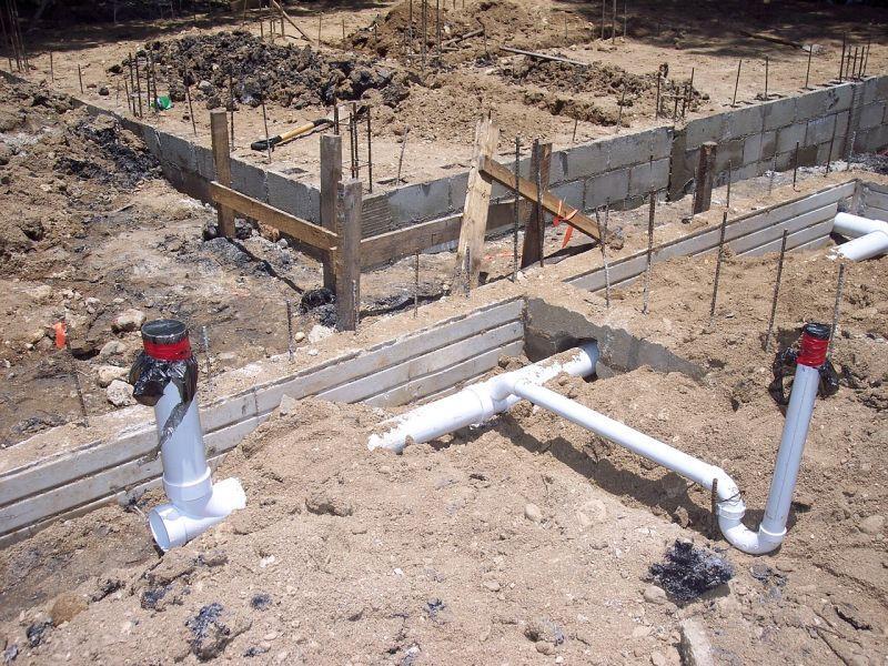 Przyłącze wodociągowe i przyłącze prądu do działki - koszty i formalności