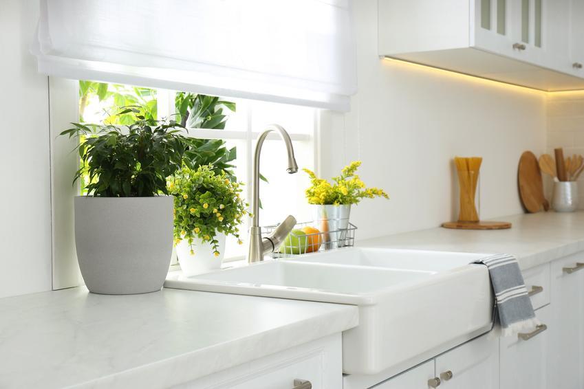 Zlewozmywak pod oknem w kuchni, a także bateria kuchenna podokienna i jej rodzaje