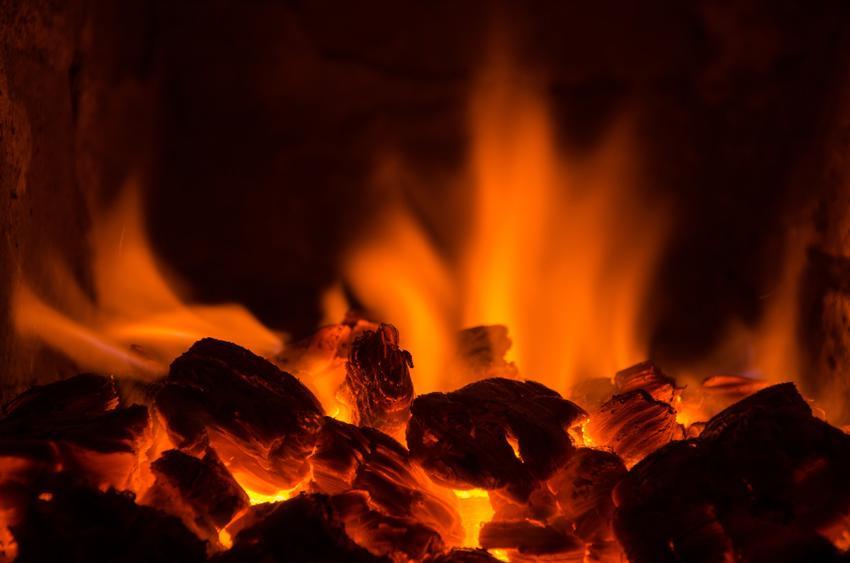 Ogień w piecu CO, a także piec węglowy, kotły węglowe, ceny, opinie i porady