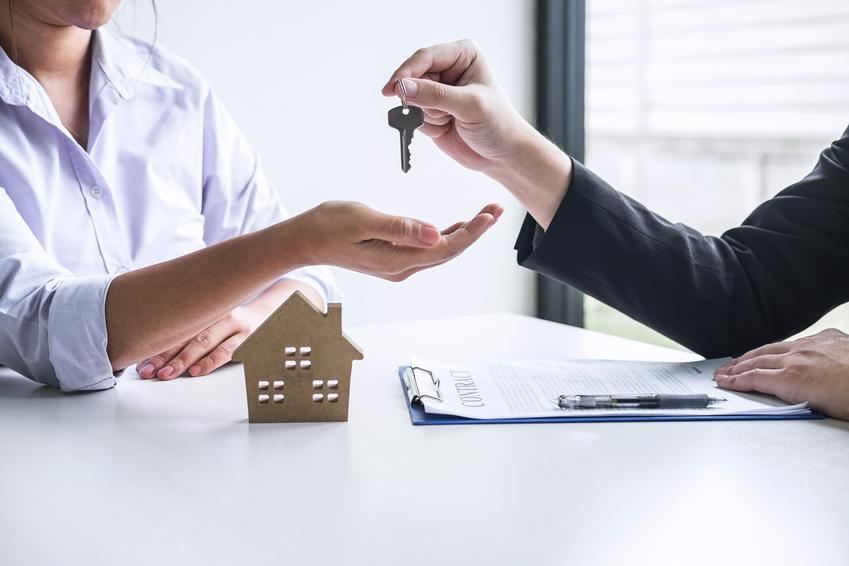 Przekazywanie kluczy do mieszkania oraz najem okazjonalny, umowa najmu okazjonalnego mieszkania