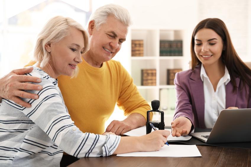 Para podpisująca umowę u notariusza, a także podatek od darowizny od rodziców, darowizna pieniędzy od rodziców