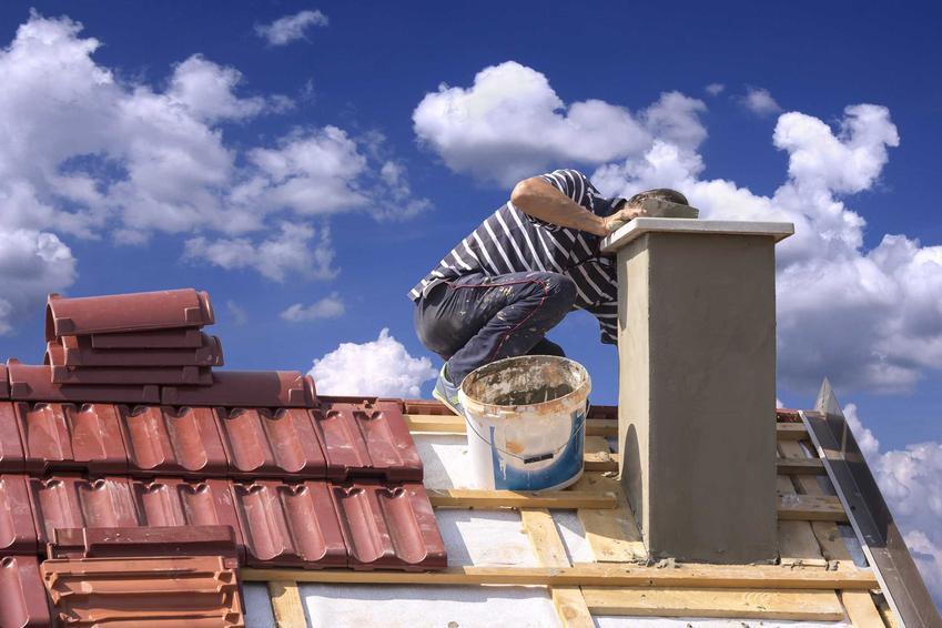 Uszczelnianie kominów można wykonać na kilka sposobów, na przykład przy zastosowaniu zapraw modyfikowanych lub masy SKD. Uszczelnianie komina powinno być poprzedzone czyszczeniem komina.