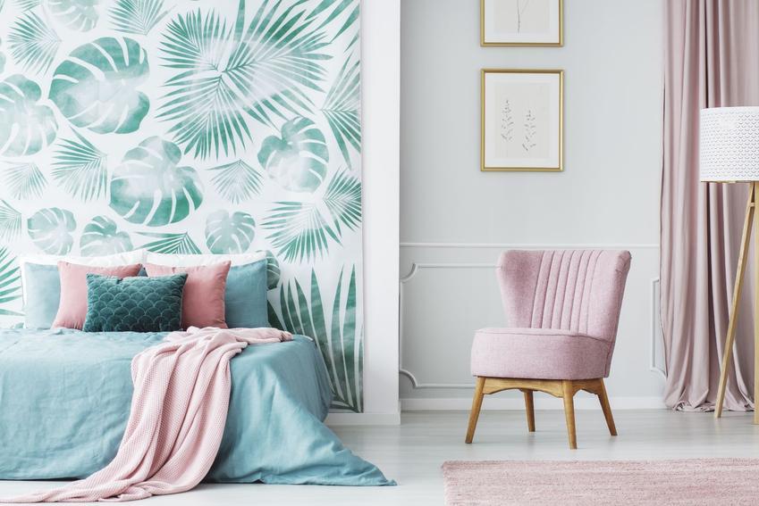 Nowoczesne krzesła tapicerowane jako element modnego salonu