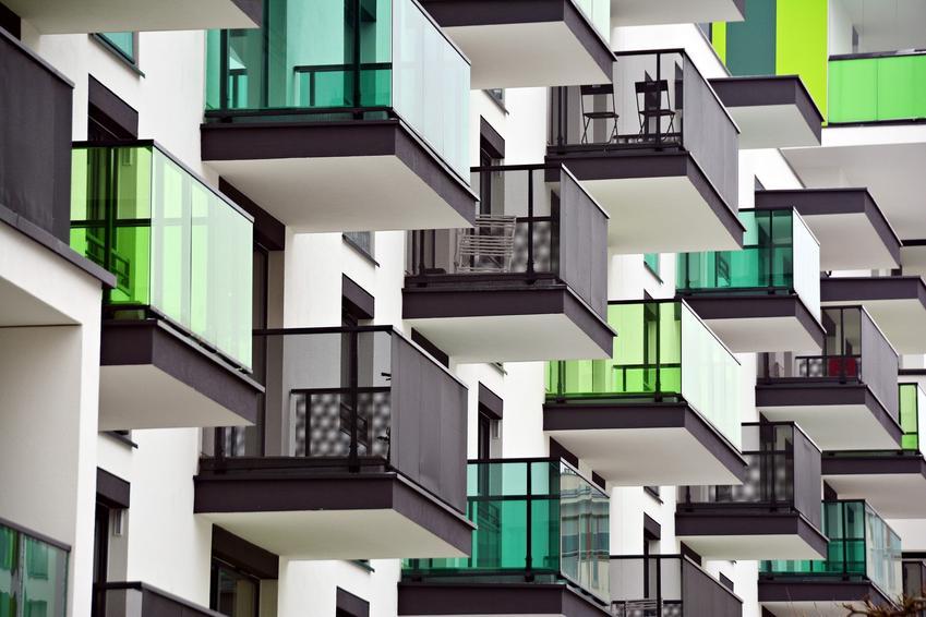 Balkony w mieszkaniach, a także profil okapowy, okapnik balkonowy, cena, listwy okapowe balkonowe