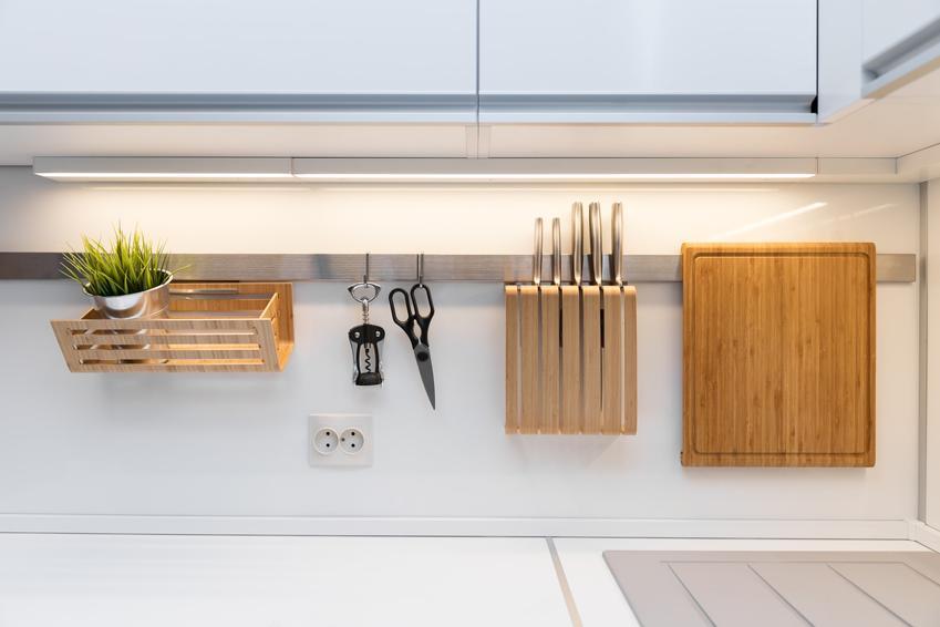 Blat kuchenny i akcesoria, a także relingi kuchenne, rodzaje i cena relingów kuchennych