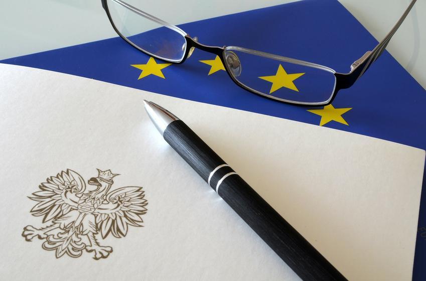 Dokument z godłem, a także podatek od czynności cywilnoprawnych, deklaracja w sprawie podatku i porady
