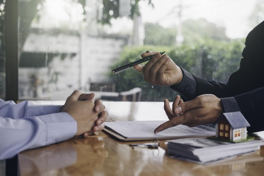 Podpisywanie umowy, a także umowa przedwstępna sprzedaży nieruchomości, jej wzór i forma