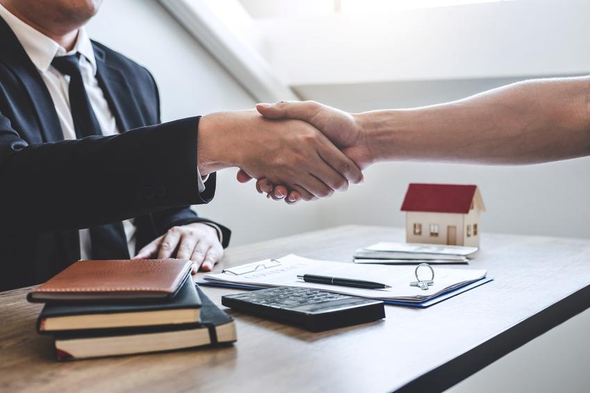 Podpisywanie umowy oraz umowa przedwstępna kupna działki, umowa przedwstępna sprzedaży działki budowlanej, wzór