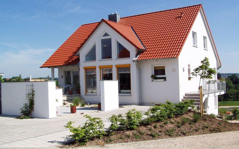 Projekty domów tanich w budowie, czyli jak wybudować tani dom na niewielkiej działce krok po kroku