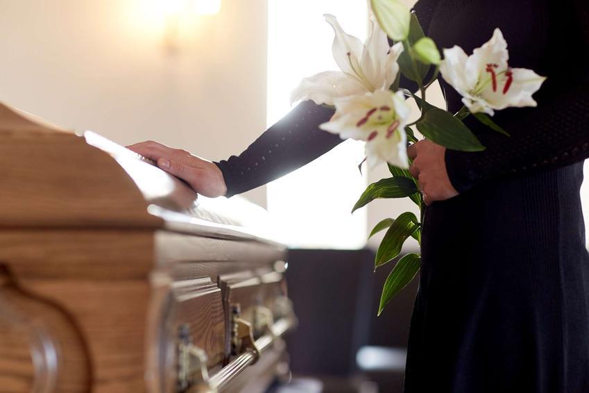 Zobacz, co warto wiedzieć o transmisji pogrzebu w internecie