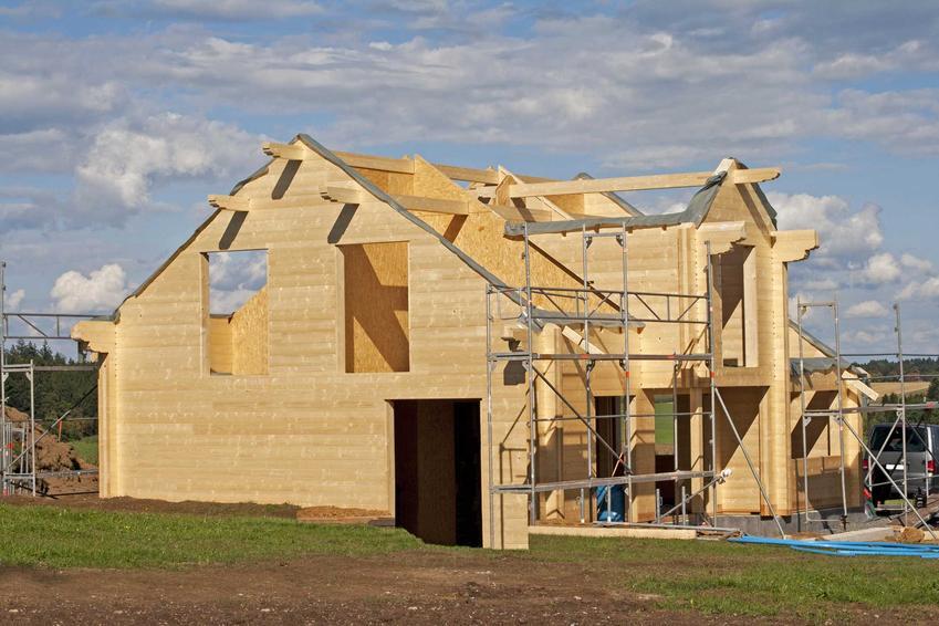 Budowa domu szkieletowego do stanu surowego zamkniętego nie powinna zajmować dużo czasu. Ile trwa budowa domu? Wszystko zależy od rodzaju.