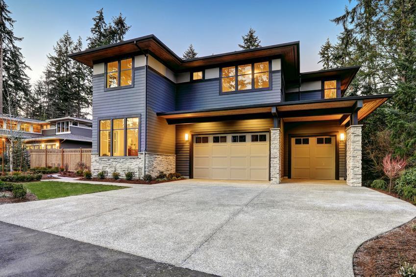 Duży dom jednorodzinny, a także elewacja frontowa, definicja elewacji frontowej budynku