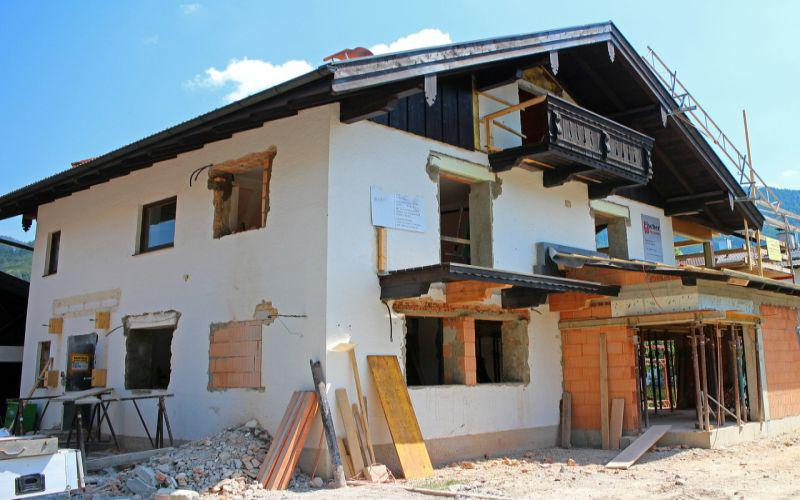 Poznaj szybkie sposoby na budowę domu, czyli jak szybko zbudować dom, najważniejsze zasady, prady, podpowiedzi, tricki