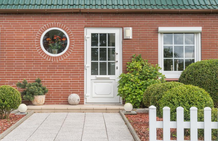 Dom jednorodzinny z elewacją z klinkieru, a także klinkier elastyczny, porady i cena