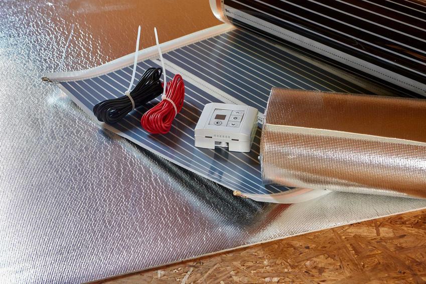 Folia grzewcza oraz elementy konieczne do jej montażu, a także rodzaje oraz opinie do zastosowania pod ogrzewanie podłogowe