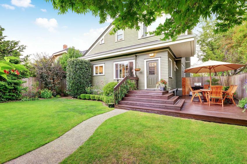 Mały dom parterowy z poddaszem w dużym ogrodzie, a także ceny, funkcjonalność, projekty, zastosowanie