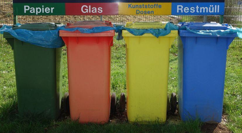 Kosze na śmieci przeznaczone do segregacji odpadów, a także gospodarka odpadami i ich utylizacja w gospodarstwie domowym