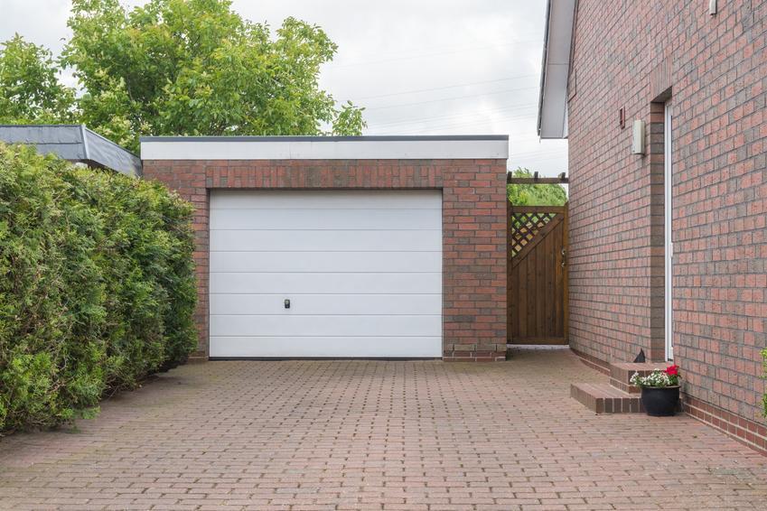 Garaż obok domu jednorodzinnego, a także garaż bez pozwolenia a porady prawne