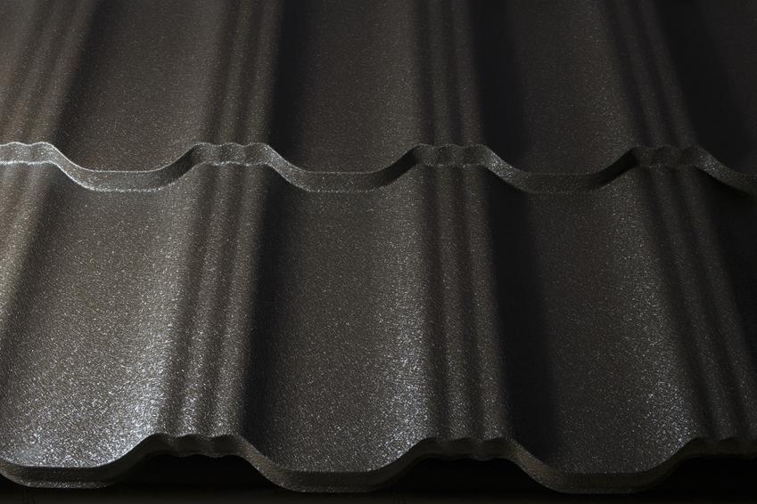 Blacha modułowa na dachu, a także blachodachówka, jej rodzaje, ceny i zastosowanie