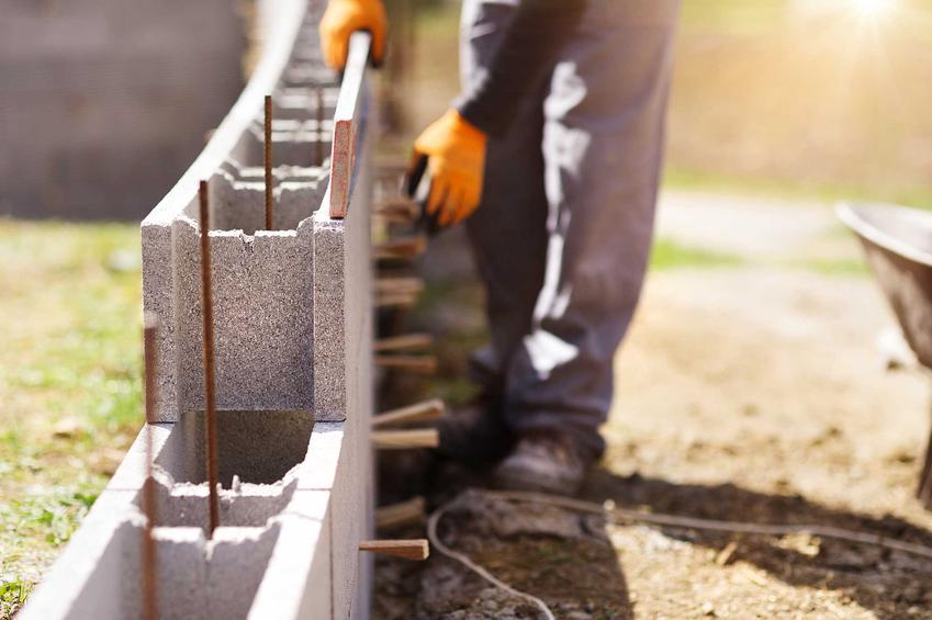 Budowa ścian nośnych zewnętrznych z silikatów, pustaków lub cegieł to najlepsze rozwiązanie. Ściany zewnętrzne są najważniejszym elementem budynku
