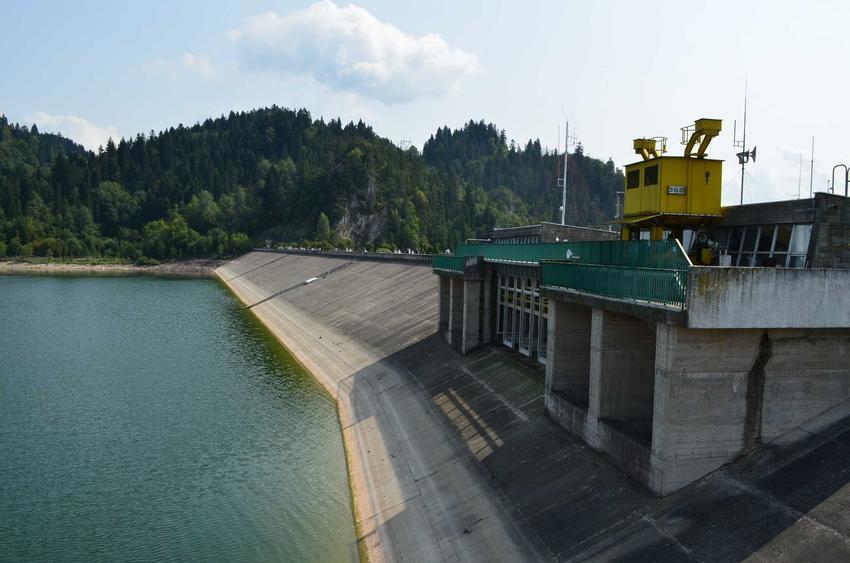 Elektrownia wodna na jeziorze Czorsztyńskim, a także ekologiczne metody pozyskiwania prądu i najważniejsze informacje o energetyce wodnej