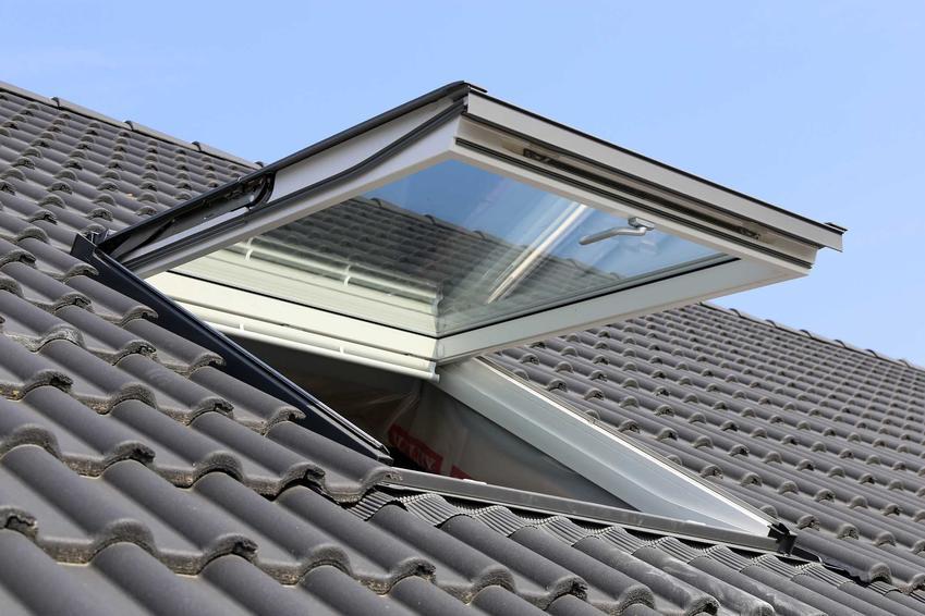 Świetlik dachowy na dachu, a także jaki świetlik dachowy zamontować - rodzaje, producenci, najlepsze modele oraz ceny