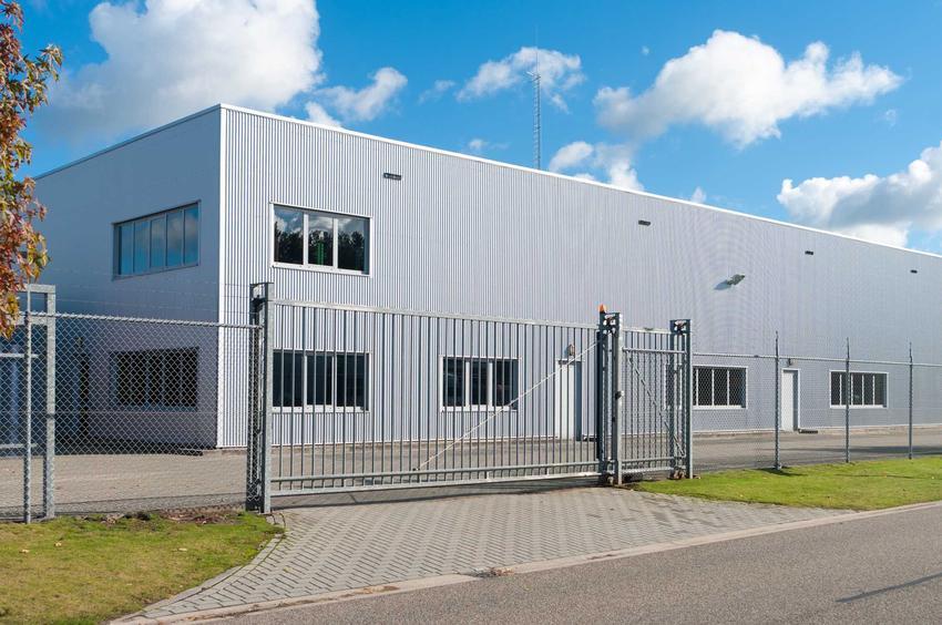 Brama przemysłowa przed zakładem przemysłowym, a także rodzaje, wymiary, sposób na montaż, opinie oraz ceny