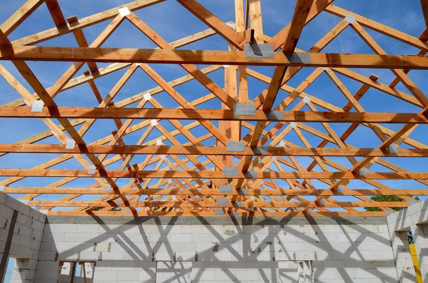 Konstrukcja dachu na domu jednorodzinnym z drewna, a także etapy konstrukcji dachu, ceny oraz materiały