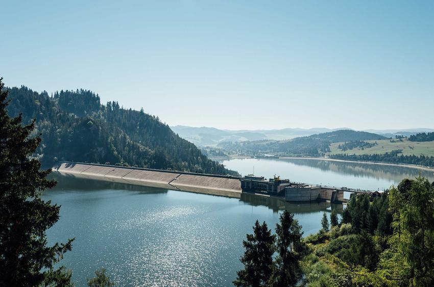 Elektrownia wodna w górach, a także informacje o energii wodnej, wady, zalety, opinie i opłacalność