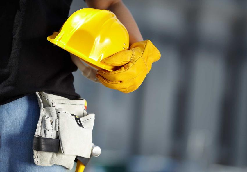 Żółty ochronny kask budowlany dla pracownika lub inwestora, a także jakie kaski wybrać, rodzaje, zastosowanie, modele, ceny i opinie