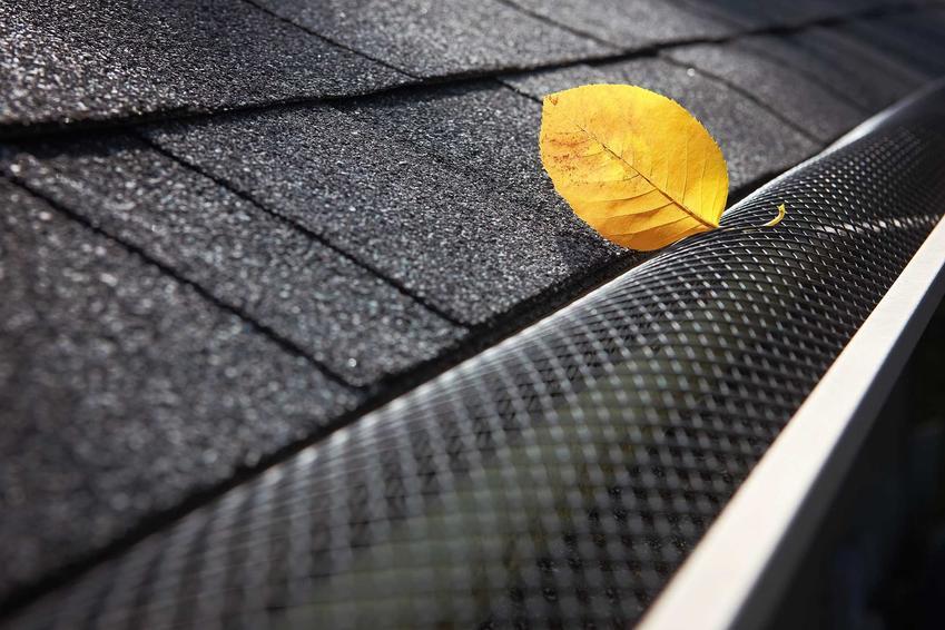 Kosz dachowy na dachu wyłożonym gontem i listek, a także rodzaje, zastosowanie, montaż krok po kroku