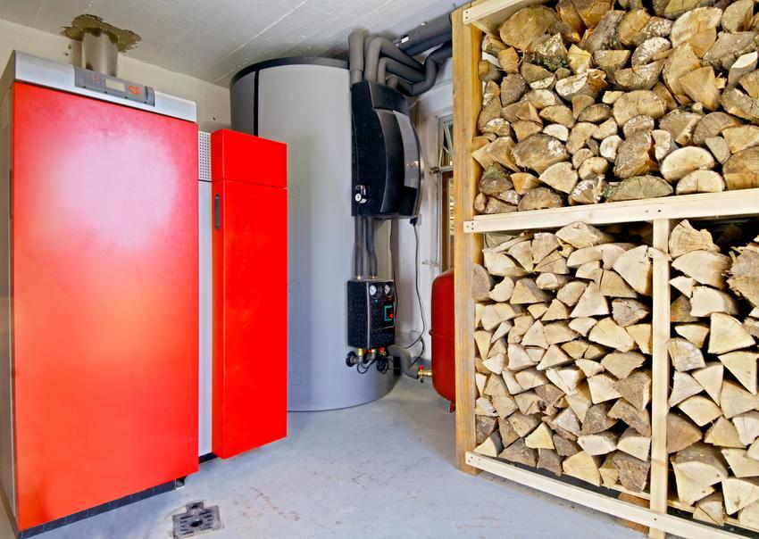 Wyposażenie kotłowni i instalacja ogrzewania to także jeden z najbardziej kosztownych elementów budowy domu. Robi się go na wczesnym etapie wykańczania domu.