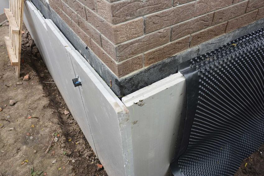 Płyta izolacyjna Multipor na domu jednorodzinnym z cegły, a także opis, zastosowanie, sposób montażu krok po kroku oraz skuteczność izolacyjna