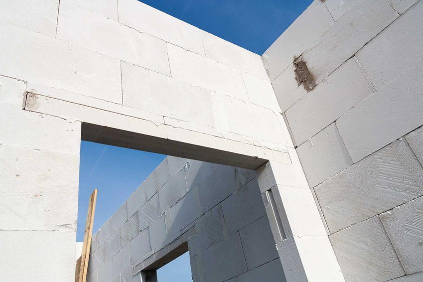 Ścianka zbudowana z bloczków Ytong, a także klej do Ytonga, rodzaje klejów, ceny, opinie oraz porady i zastosowanie