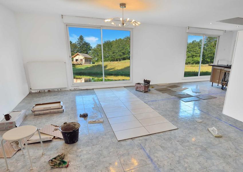Remont mieszkania można przeprowadzić naprawdę bardzo niskim kosztem. Wystarczy wypróbować jeden z naszych sposobów.
