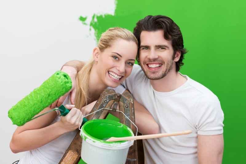 Para ciesząca się z remontu mieszkania, a także informacje, jak tanio wyremontować mieszkanie krok po kroku, ceny i opinie