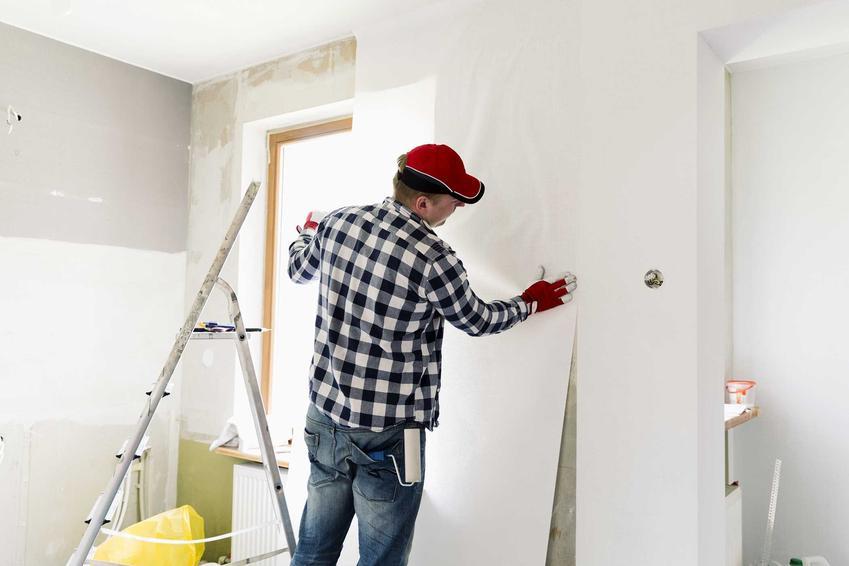 Układanie tapety w domu, a także informacje, jak kłaść tapetę, praktyczny poradnik układania tapety na ścianie