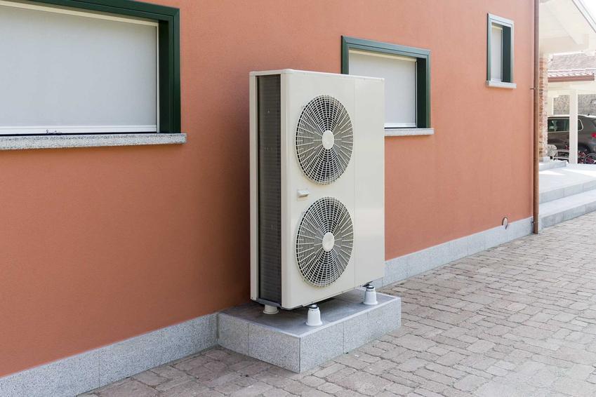 Mała powietrzna pompa ciepła stojąca przy domu jednorodzinnym, a także eksploatacja, koszt montażu, instalacja i pompa powietrzna krok po kroku
