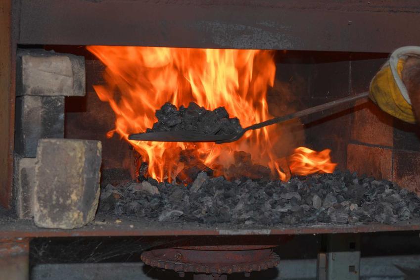 Palenie w piecu ekogroszkiem Sztygar, a także opis, ceny, opinie, parametry, zastosowanie oraz kaloryczność