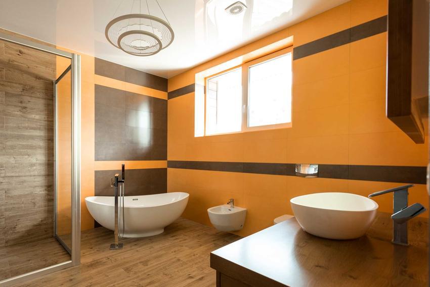Pomarańczowa ściana w łazience w nowoczesnym stylu, a także najmodniejsze aranżacje - TOP 4 najciekawszych aranżacji łazienek