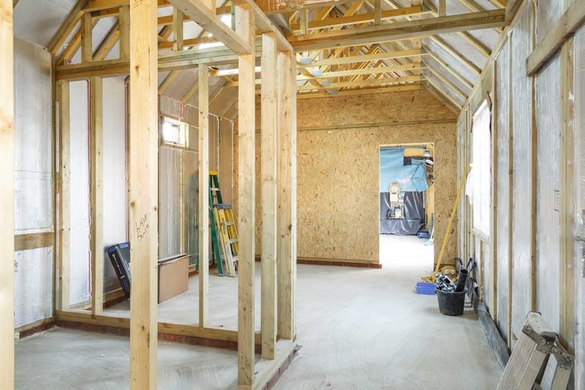 Budowa domu szkieletowego, a także domy szkieletowe i ich wady i zalety, technologia, etapy budowy i opinie oraz zastosowanie