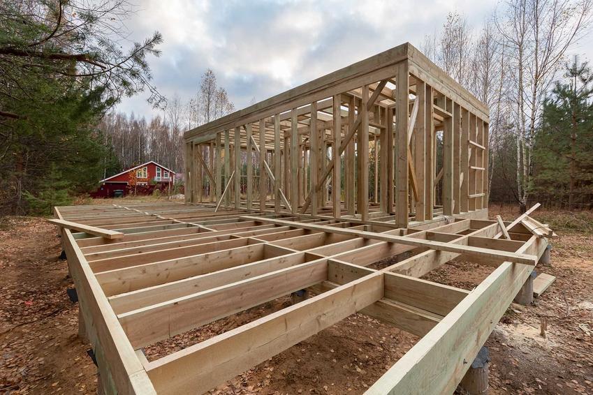 Budowa domu szkieletowego, a także konstrukcja szkieletowa krok po kroku, rodzaje, zastosowanie oraz standardy techniczne