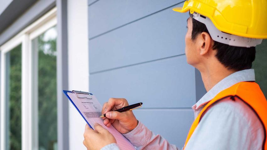 Nadzór budowlany sprawdzający samowolę budowlaną, a także przepisy i samowola budowlana, jej konsekwencje oraz legalizacja