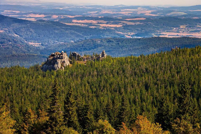Widok na góry Karkonosze, a także informacje, ile kosztują wakacje w polskich górach krok po kroku