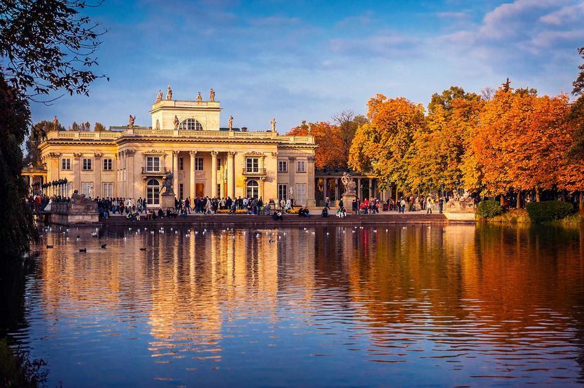 Pałac w Łazienkach Królewskich w Warszawie, a także cennik atrkacji turystycznych w Warszawie krok po kroku