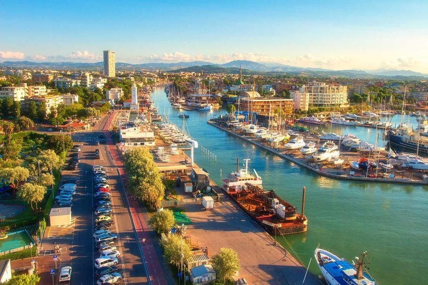 Port i marina w Rimini, czyli znanym włoskim miasteczku, a także ceny we Włoszech w 2021 roku dla turystów i nie tylko - koszt podstawowych produktów