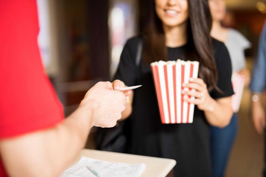 Kupowanie biletu do kina, a także ceny biletów do kin w Polsce, czyli cennik biletów ulgowych i normalnych
