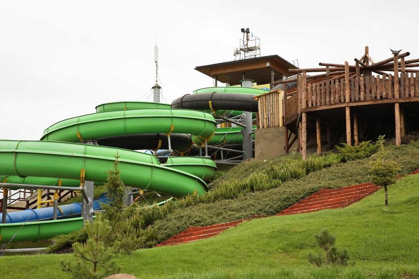 Zewnętrzna zjeżdżalnia w Tatralandii, a także cennik wejściówek, blietów i karnetów w Tatralandii w aquaparku w Liptowskim Mikulaszu
