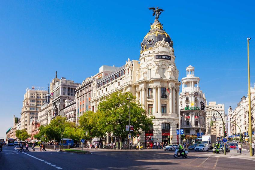Budynek w Madrycie często odwiedzany przez turystów, a także ceny w Hiszpanii w 2021 roku, czyli wakacje w różnych miastach w Hiszpanii